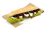 Camambert-Sz�r�tott paradicsomos bagett szendvics